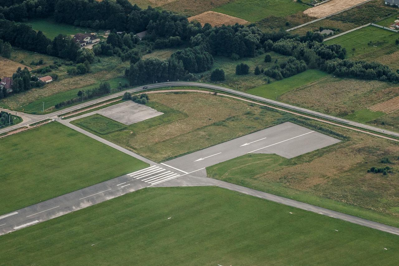 Wypożyczanie aut przy lotniskach. Dojazd na lotnisko, wypożyczalnia busów osobowych lotnisko Poznań