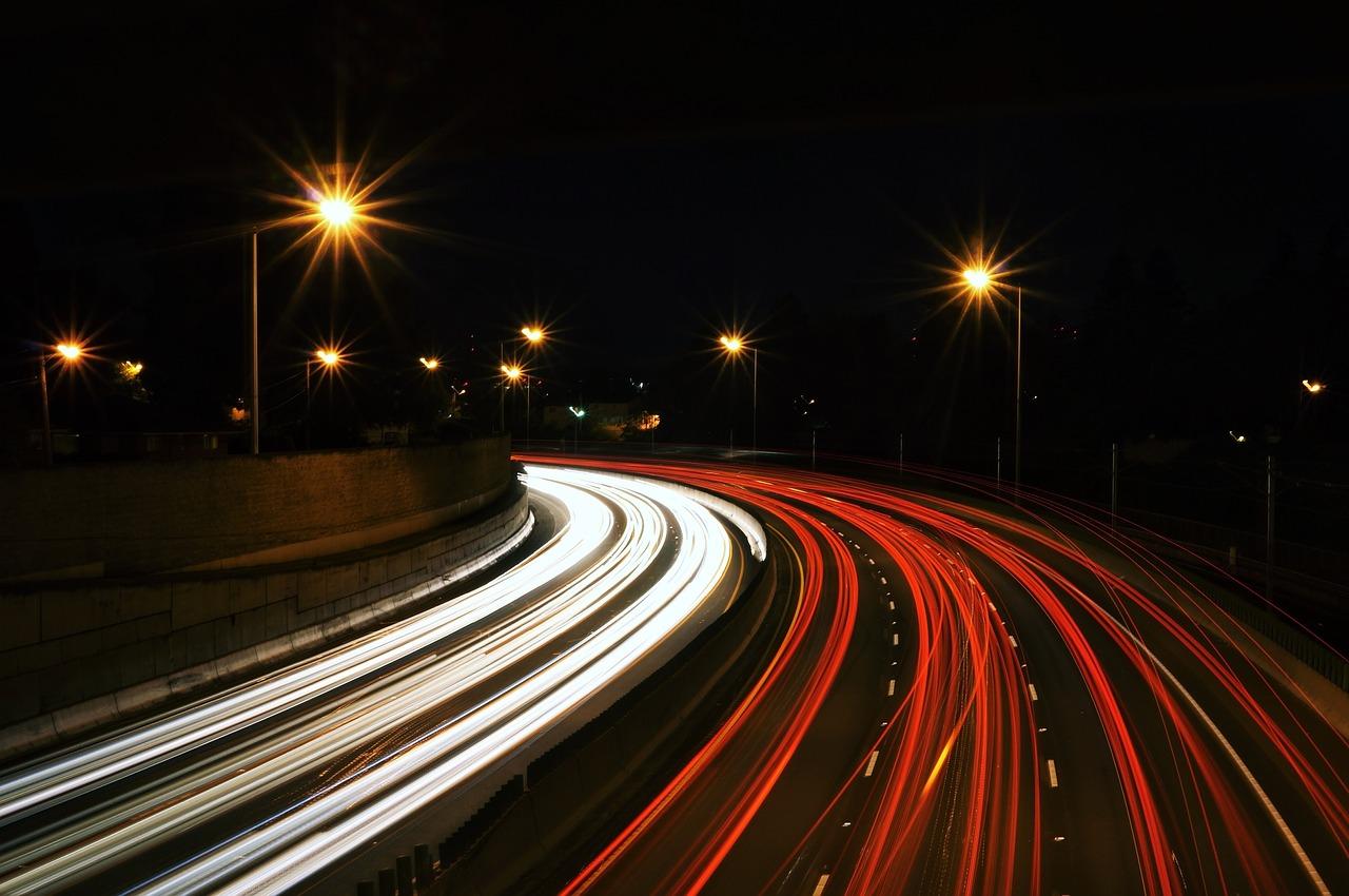 Co to jest transport drogowy? Transport drogowy i jego zezwolenia.